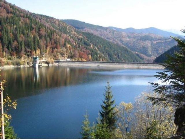 Lacul de acumulare Pecineagu - râul Dâmbovița - 1095 m