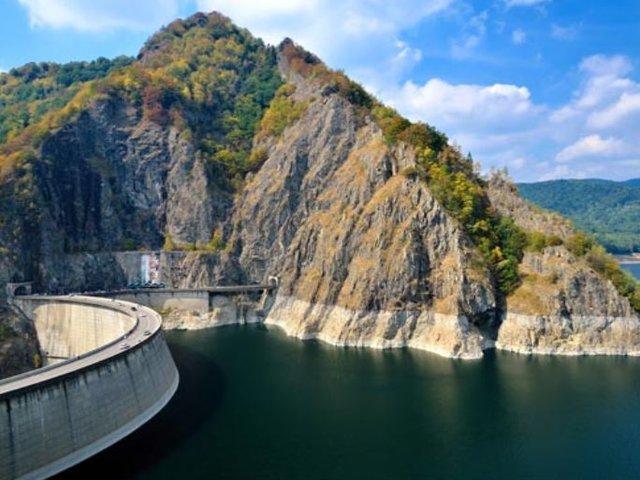 Lacul de acumulare Vidraru - râul Argeș - 830 m