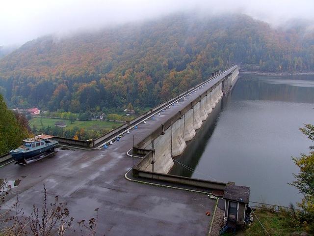 Lacul de acumulare Poiana Uzului - 550 m