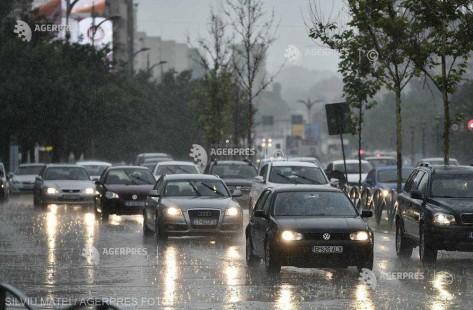 ANM: cod galben de furtuni şi ploi abundente în jumătate din ţară în noaptea de Paşte