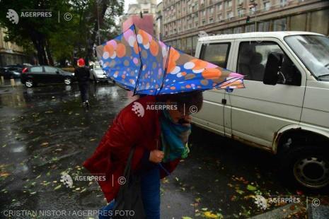 Cod galben de furtună pentru Bucureşti, până la 15:30