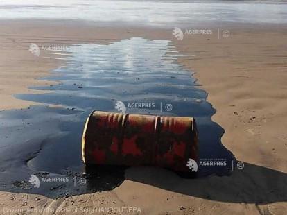 Peste o sută de plaje din Brazilia, poluate cu petrol