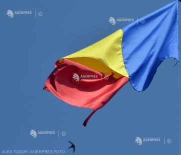 Prefectul solicită primarilor şi conducătorilor instituţiilor publice să respecte legea privind arborarea drapelului României