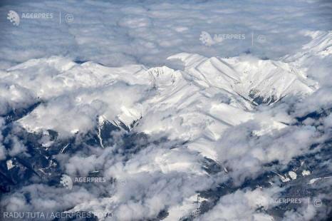 Sibiu: Risc foarte mare de avalanşe şi zăpadă de aproape doi metri în Munţii Făgăraş