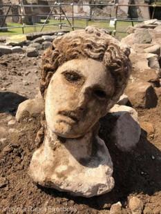 Capul statuii unei zeiţe romane, descoperit în apropiere de Colosseum