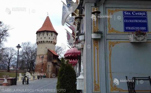 Sibiu: Indicatoare inedite cu mesaje despre