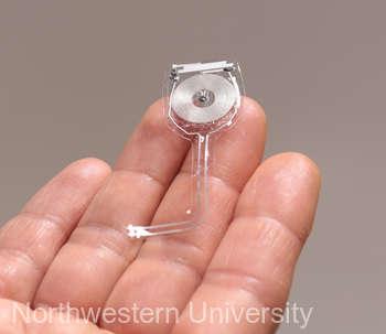 Un dispozitiv implantabil şi biodegradabil, creat de cercetătorii americani, contribuie la regenerarea nervilor