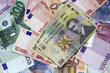Leul se apreciază în raport cu moneda europeană; un euro cotat la 4,6569 lei