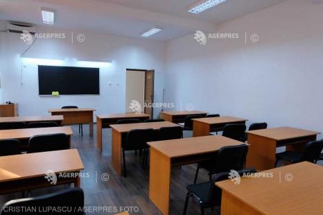 Vâlcea: Cursuri suspendate în 29 de unităţi şcolare din cauza ninsorii