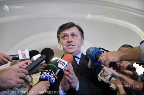 Antonescu susţine că se încadrează ''cu vârf şi îndesat'' în criteriile stabilite de PNL pentru candidaţii la europarlamentare