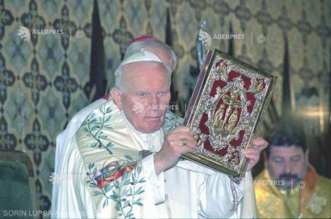 20 de ani de la vizita în România a papei Ioan Paul al II-lea: A doua zi în imagini - 8 mai 1999