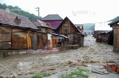 Cod roşu de inundaţii pe râuri din judeţele Caraş-Severin şi Timiş