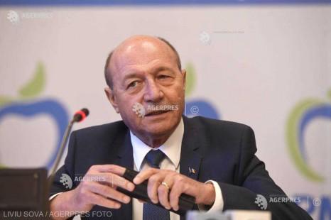 Băsescu: Iohannis are şanse pentru că nu are niciun contracandidat viabil