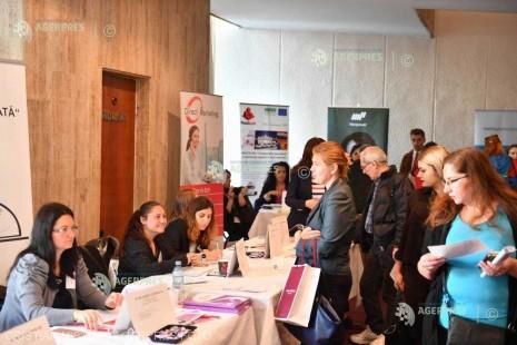 Românii caută locuri de muncă în vânzări, logistică sau contabilitate (raport HR)