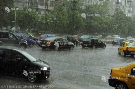 Codul portocaliu de ploi şi vijelii pentru Bucureşti, prelungit până la ora 19:30
