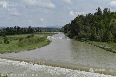 Cod galben de inundaţii pe râuri din 15 judeţe, până duminică la ora 14:00