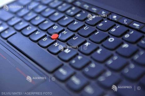 Cei mai mulţi angajaţi lucrează de acasă pe propriile laptopuri şi nu primesc sfaturi de securizare a sistemului (experţi)