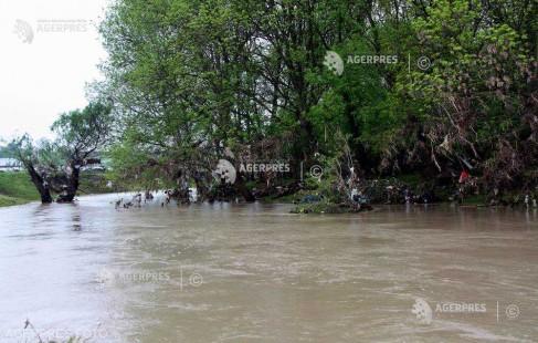 INHGA: Cod portocaliu de inundaţii pe râul Prut, în zona comunei Rădăuţi Prut, până vineri dimineaţă