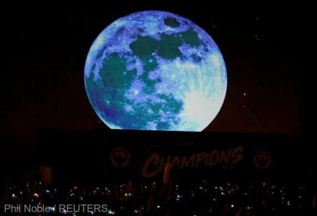 Luna se ''ridează'' şi se micşorează cu trecerea timpului