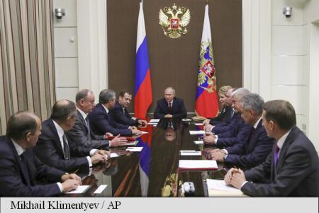 Rusia: Putin sărbătorește prin muncă, la Kremlin, împlinirea vârstei de 65 de ani