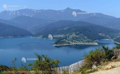 Patru tone de deşeuri, colectate de pe malurile lacului Bicaz în trei zile (asociaţie)