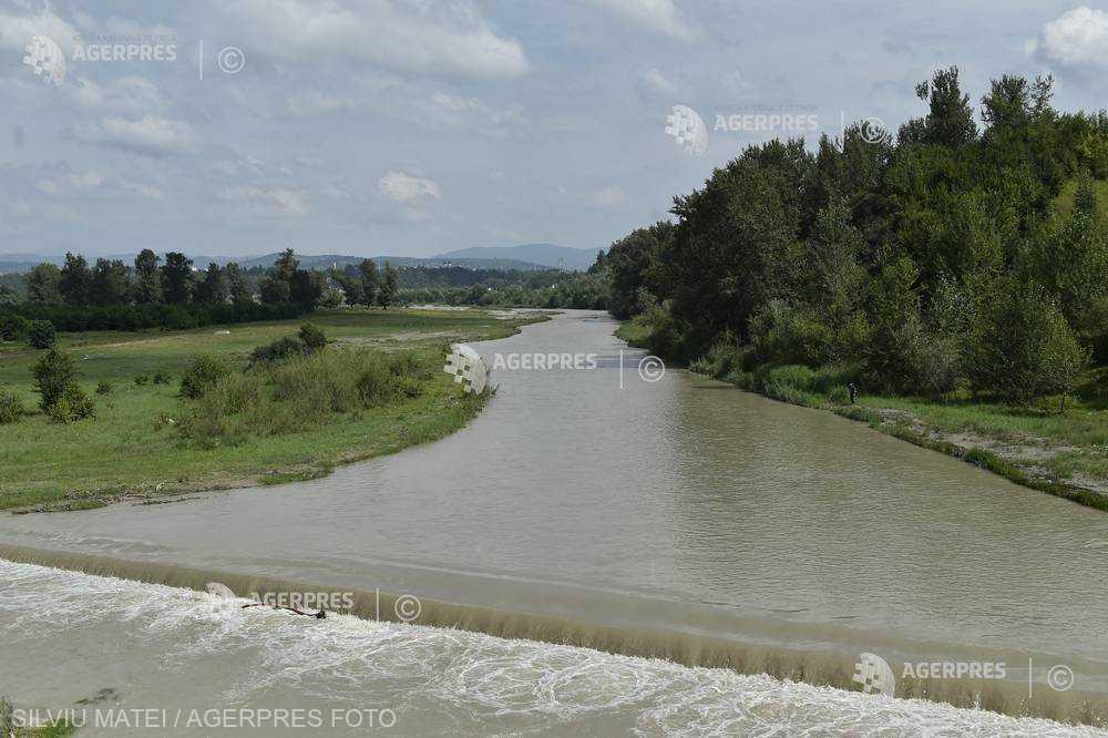 INHGA: Atenţionări de inundaţii pe râuri din opt judeţe, până la miezul nopţii
