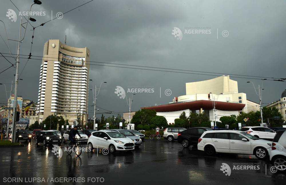 Prognoză specială pentru Bucureşti: Ploi torenţiale, descărcări electrice şi vijelii, până aproape de miezul nopţii