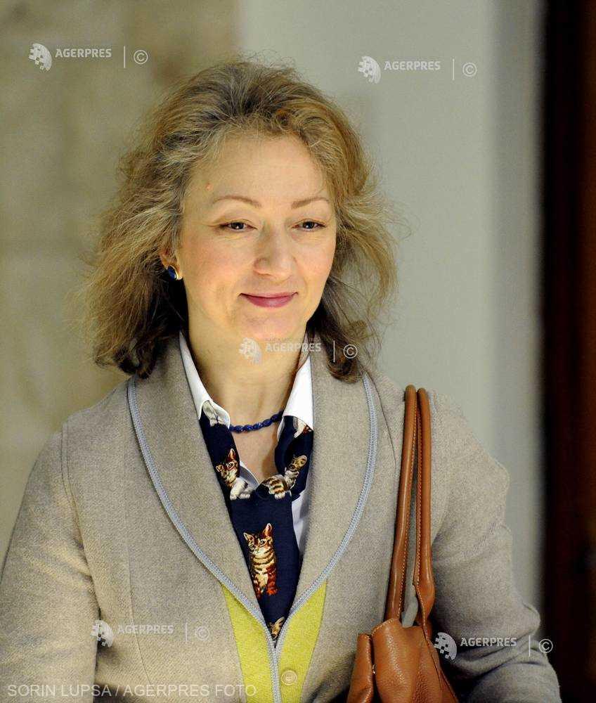 Simina Tănăsescu, numită judecător la Curtea Constituţională (fişă biografică)