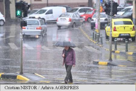 ANM: Ploile vor fi prezente aproape continuu în Capitală, începând de vineri noaptea, până duminică la prânz; vremea se va răci semnificativ