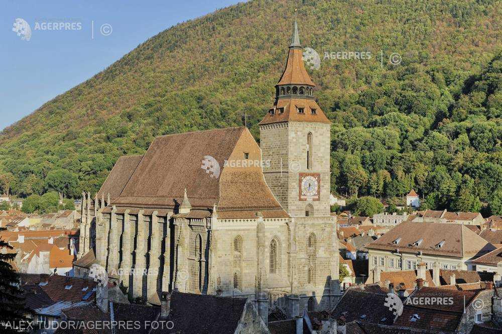 Braşov: Biserica Neagră, Cetatea Râşnov şi Castelul Bran, vizitate anul trecut de peste 1,5 milioane de turişti