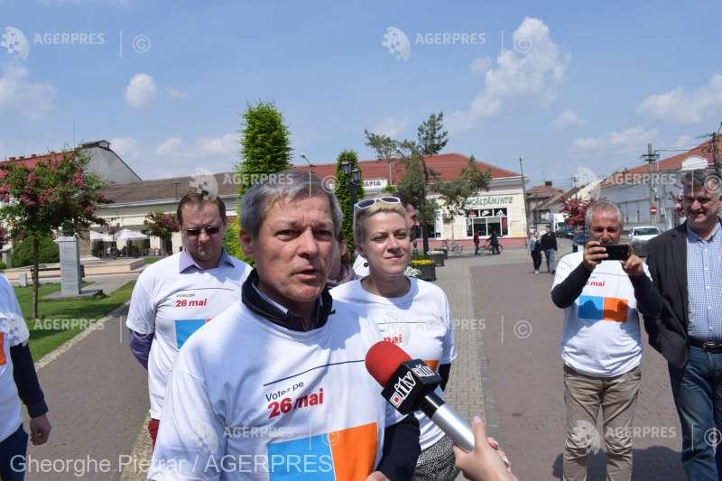 #europarlamentare2019/Cioloş, despre Fondul de Dezvoltare şi Investiţii: Acei bani sunt pentru PSD, pentru firmele căpuşă