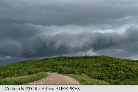 Atenționare Cod galben de furtună pentru județele Brașov, Sibiu și Covasna, până la 10:30