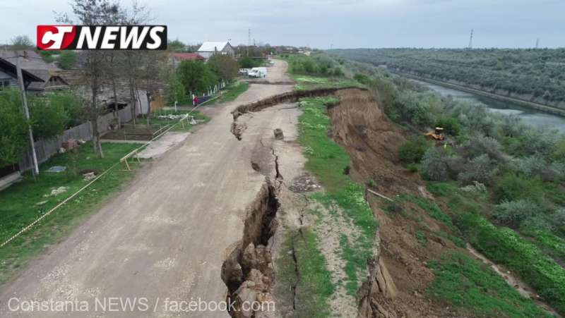 Constanţa: O stradă şi două case, ameninţate de surparea taluzului Canalului Dunăre-Marea Neagră, în localitatea Cumpăna