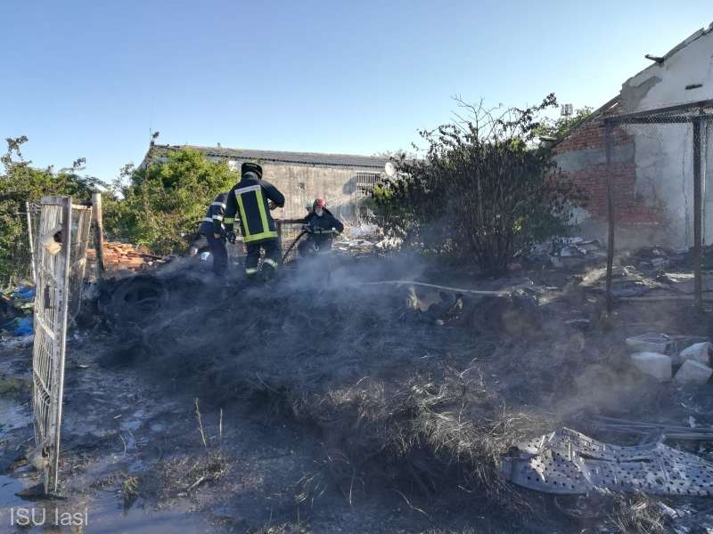 Iaşi: Incendiul de la depozitul de mase plastice din Miroslava a fost lichidat de către pompieri