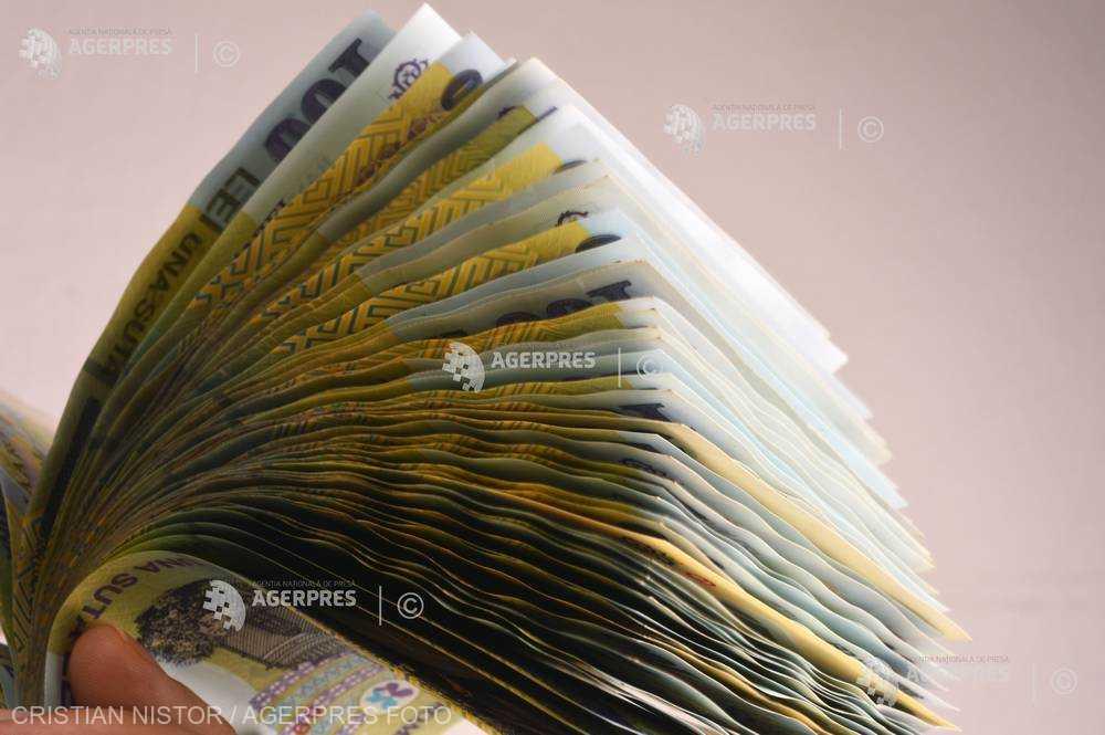 INS: Salariul mediu net a crescut cu 1,2% în octombrie, la 2.720 de lei; câştigul mediu brut a ajuns la 4.532 lei