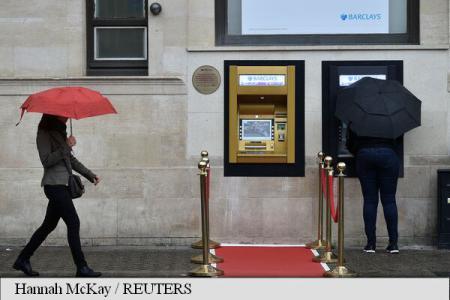 ATM-ul a împlinit 50 de ani. Evenimentul, marcat printr-un bancomat auriu și un covor roșu, la Londra