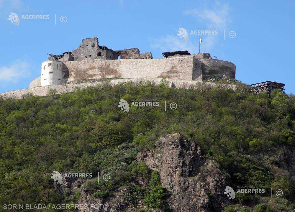 Hunedoara: Peste 20.000 de turişti au vizitat Cetatea Deva în luna iunie