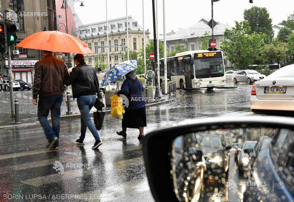 ANM: Posibile averse şi descărcări electrice în Capitală; temperaturi maxime între 13 şi 18 grade, până luni dimineaţa