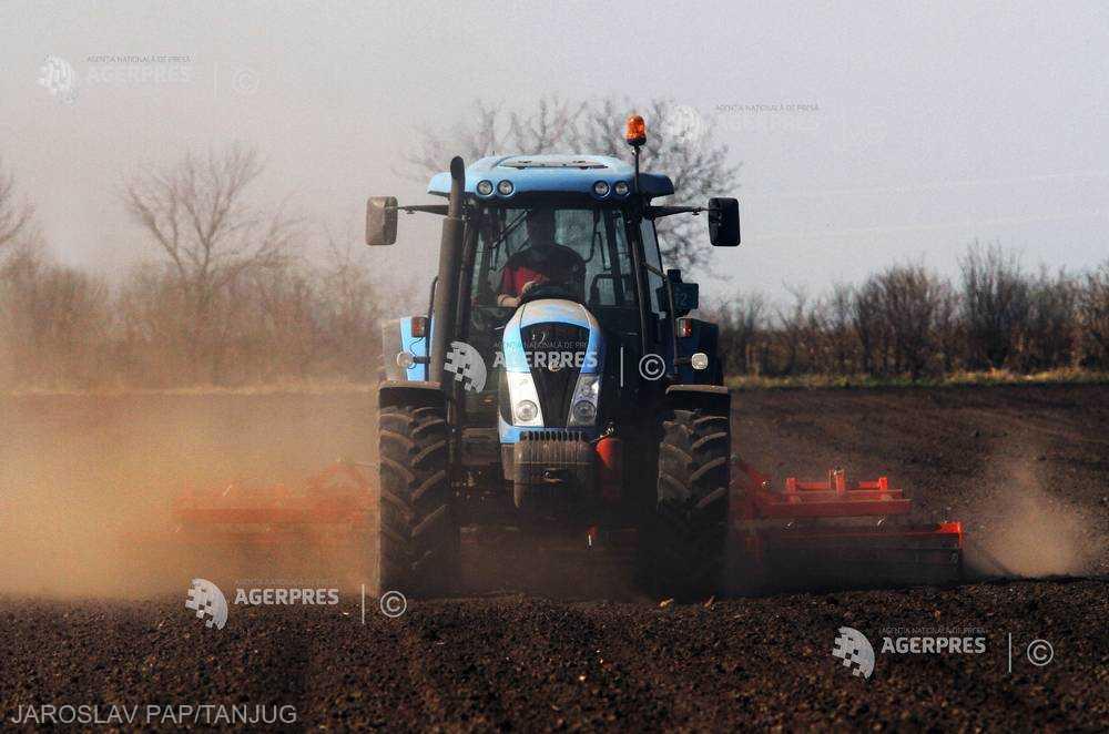 ANM: Conţinutul de apă în sol prezintă valori scăzute şi deosebit de scăzute pe majoritatea suprafeţelor agricole