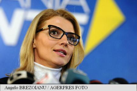 Gorghiu: Îi rog pe români să vină la vot dacă s-au săturat de demagogie