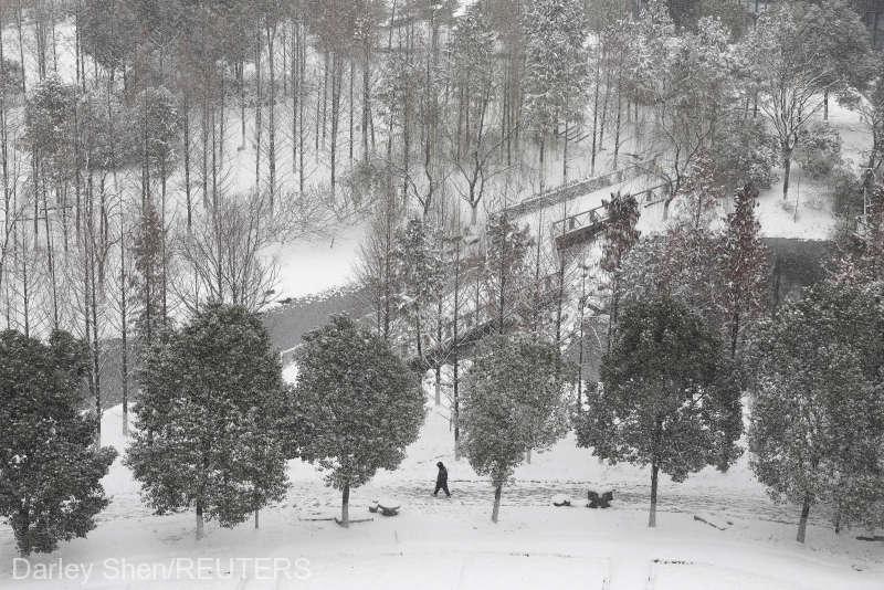 Cod albastru de viscol în China; circulaţia pe mai multe căi feroviare, rutiere şi aeriene a fost perturbată