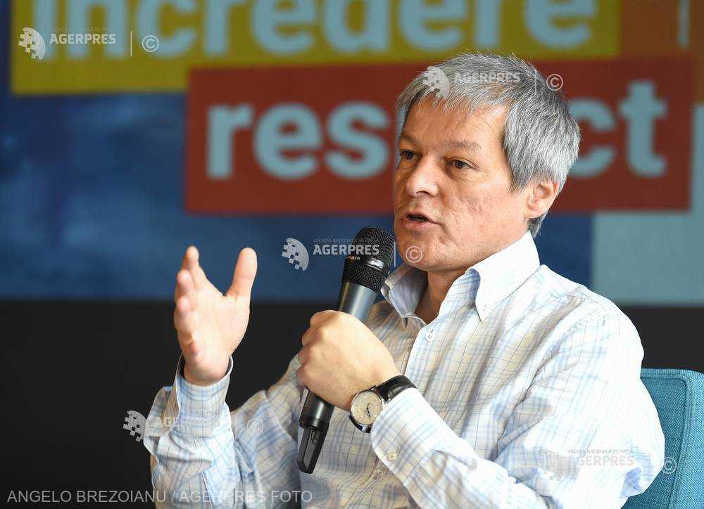 Cioloş: Dragnea trebuie să părăsească viaţa publică; un politician cu două condamnări nu poate să stea în fruntea României