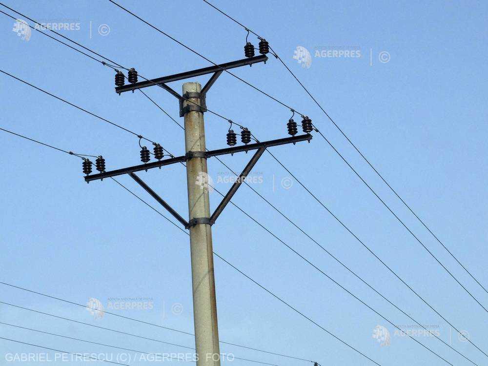 Preţul energiei din România este cel mai mic din regiune, duminică, însă importurile continuă