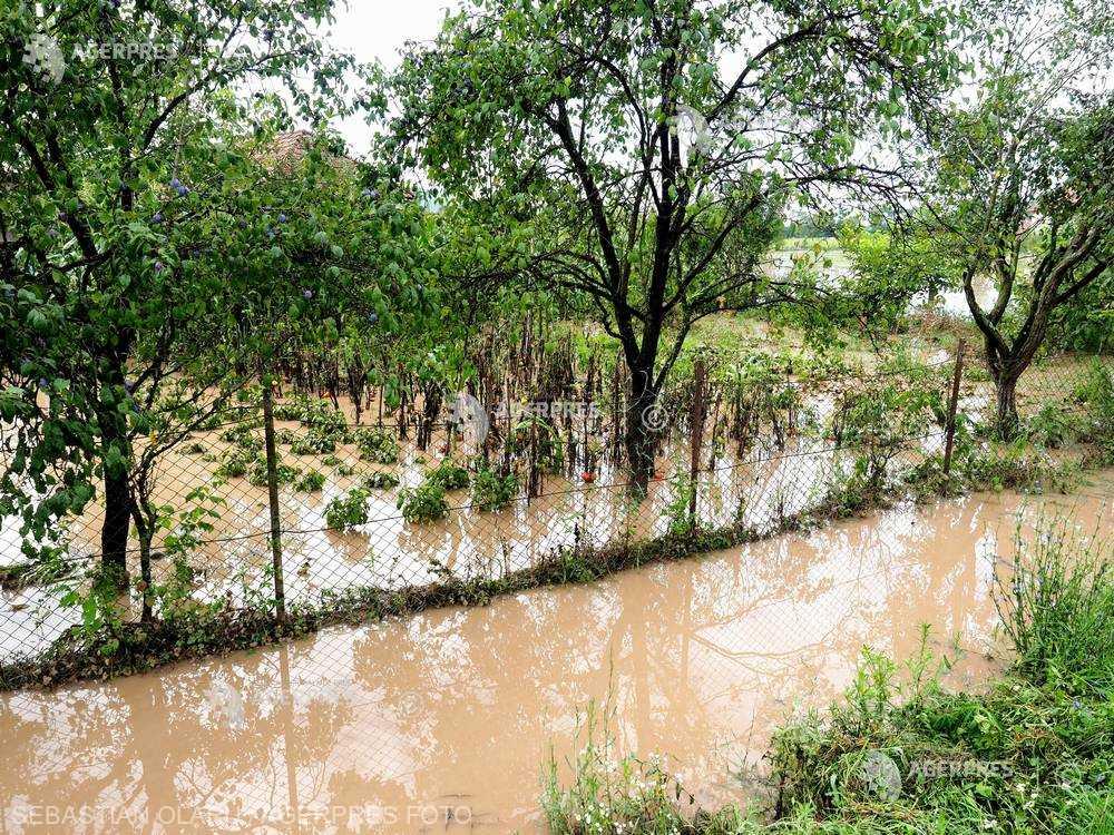 INHGA: Cod galben de inundaţii pe râuri din 11 judeţe, până marţi dimineaţă