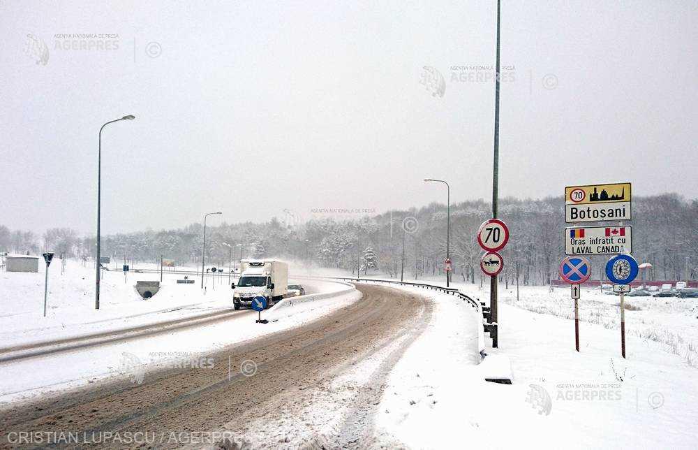 CNAIR: Drumarii au răspândit 9.876 tone material antiderapant; nu sunt drumuri închise