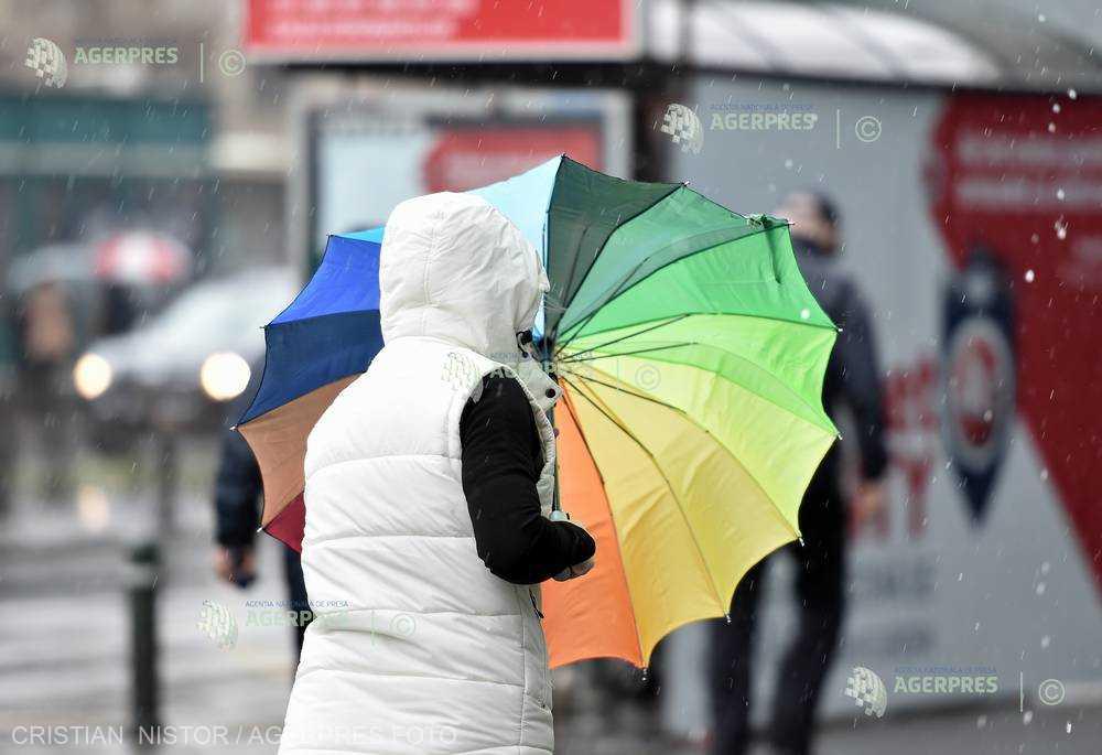 ANM a emis un cod galben de furtuni şi ploi abundente în judeţul Caraş-Severin