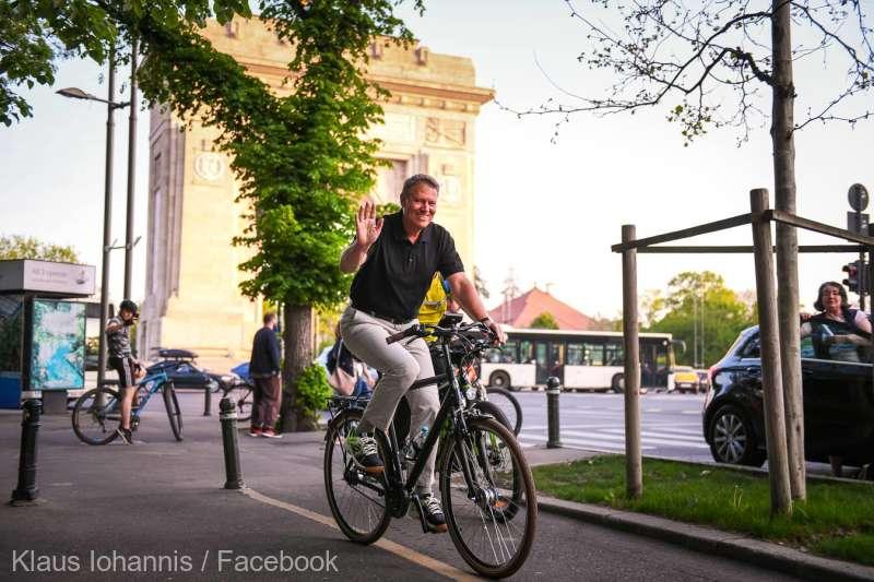 Preşedintele Iohannis s-a plimbat cu bicicleta prin Bucureşti; şeful statului: traficul este infernal
