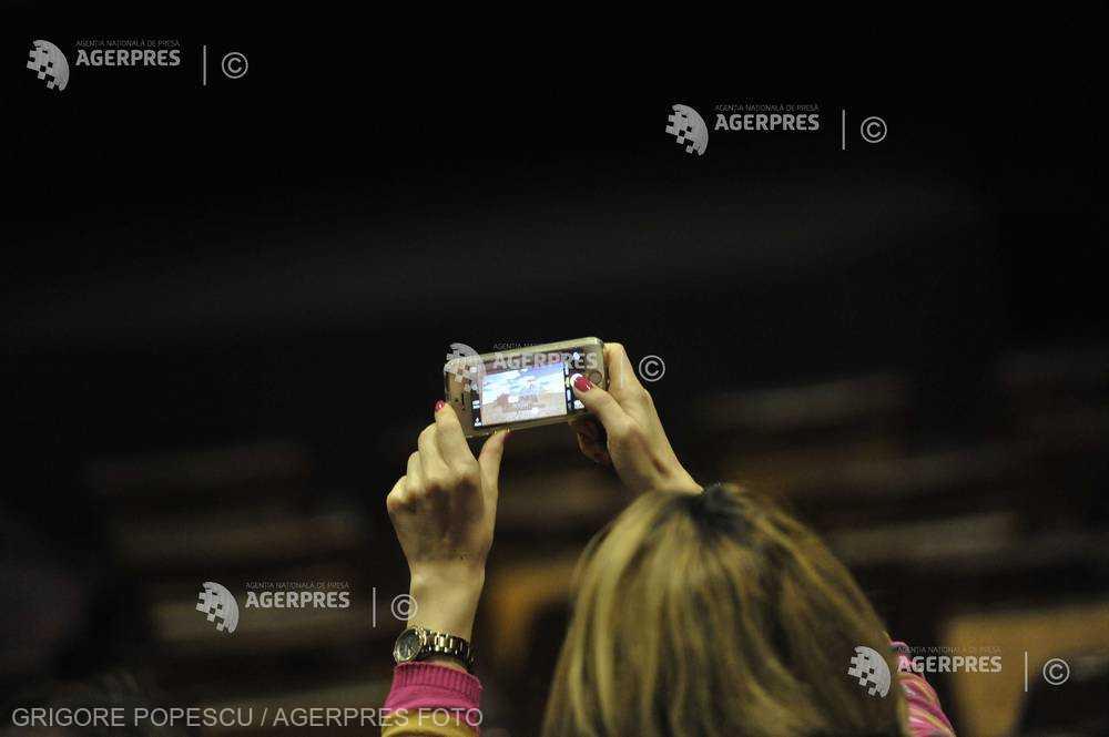 Peste un sfert dintre posesorii de dispozitive smart nu îşi recuperează fotografiile din vacanţă stocate (studiu)