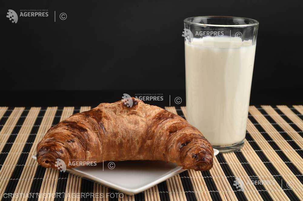 Sălaj: Lapte şi corn pentru elevii din judeţ, prin