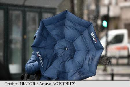 Rafale de vânt cu viteze de 65 km/h și cantități de precipitații de până la 35 l/mp, în București, între orele 18:00-2:00 (ANM)